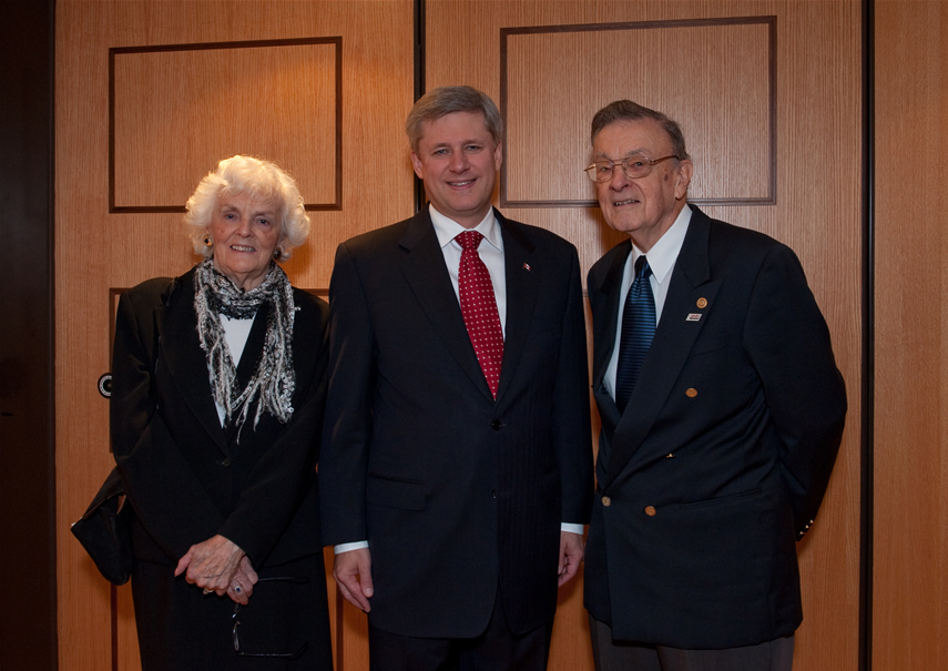 Barbara and Bill Fitsell pictured with Prime Minister Stephen Harper at the Creighton Memorial event in 2009 (Photo: SIHR / Cezary Gesikowski)